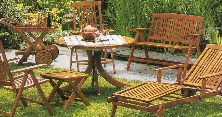 Деревянная мебель для сада как нельзя кстати подходит для деревенского стиля.