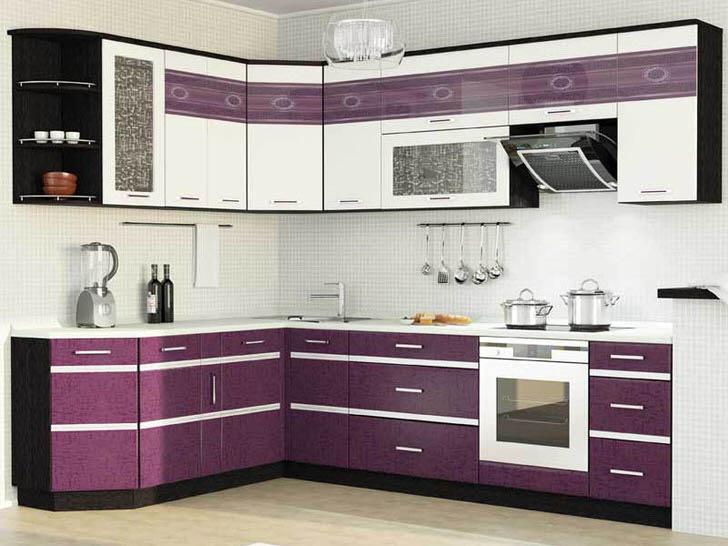 Вариант размещения угловой мебели гарнитура в просторной кухне.