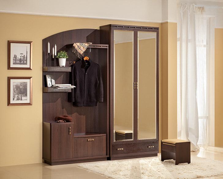 Популярность оформления мебелью цвета венге обусловлена возможностью гармонично вписываться в мягкие светлые цвета интерьера.