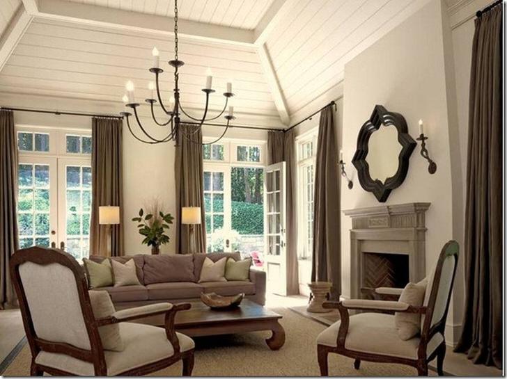 Изысканная просторная гостиная в загородном доме.