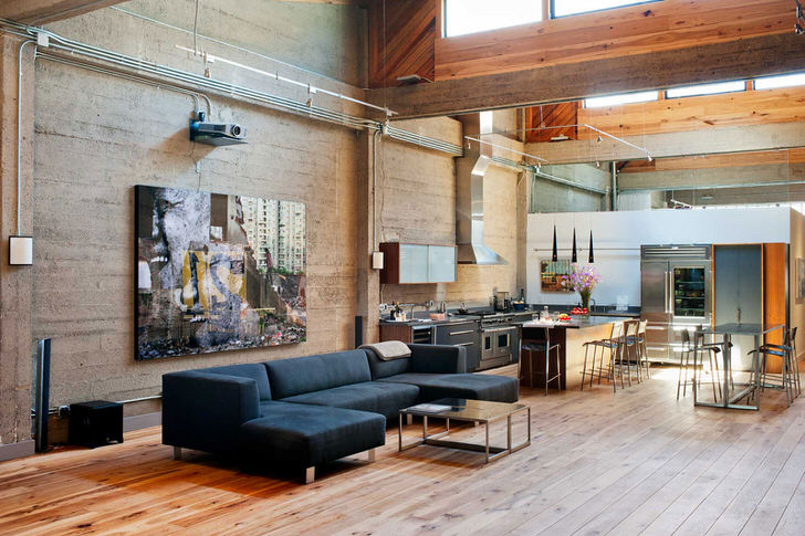 И гостиная, и всё остальное-дом и мастерская художника. Все промышленные коммуникации оставлены в первозданном виде.