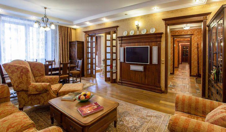Просторная гостиная в апартаментах престижного пятизвёздочного отеля Лондона.