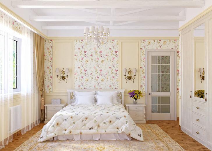 Стены спальной комнаты в кантри стиле украшены цветочными обоями, которые гармонично сочетаются с покрывалом на кровати.