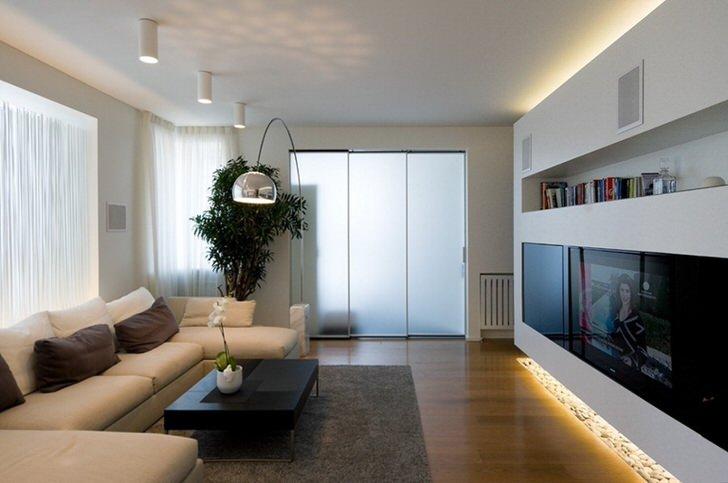 Для места установки биокамина в интерьере просторной гостиной возможно всё.