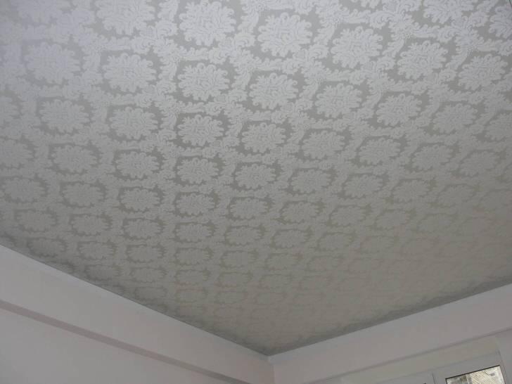 Атласная ткань потолка с рисунком средиземноморского стиля.