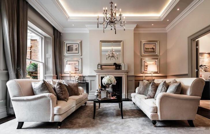Роскошная гостиная в стиле модерн. Богатство убранства подчёркивает салонная мебель и мраморный камин.