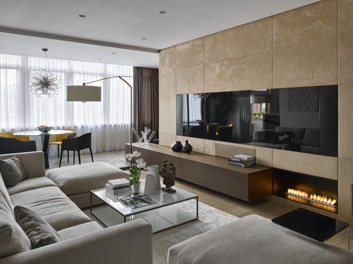 Нестандартное расположение камина в современной гостиной.