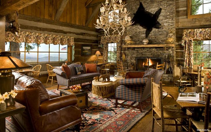 Гостиная в охотничьем доме в кантри стиле. Стилю присуща легкая небрежность в оформлении.