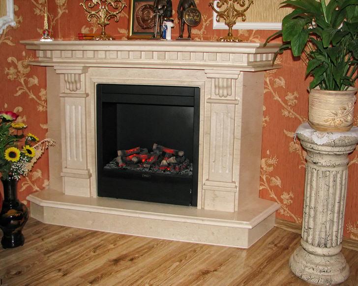 Камин из мрамора для гостиной в стиле барокко.