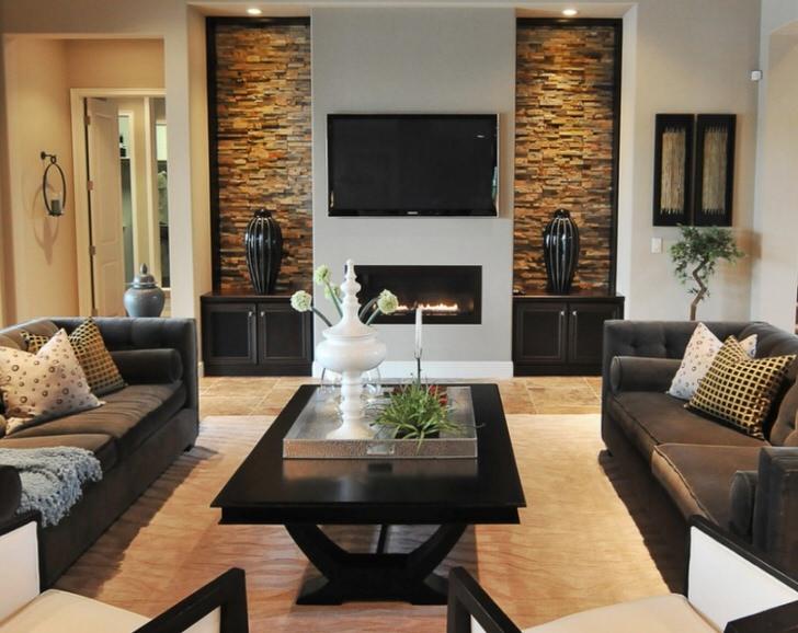 Украшение любой гостиной загородного дома камин и элементы природного материала.