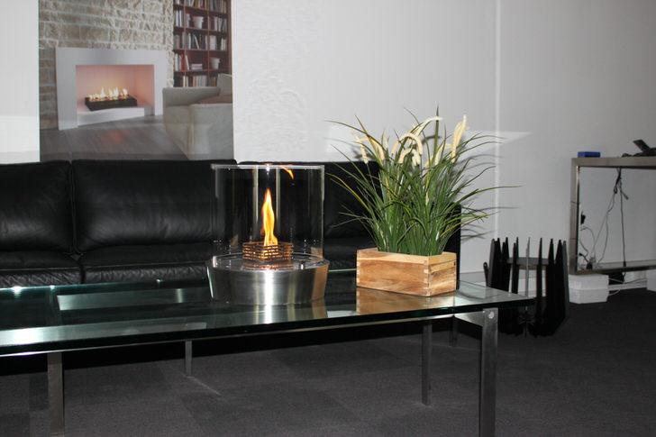 Декоративный элемент гостиной-изящный настольный биокамин.