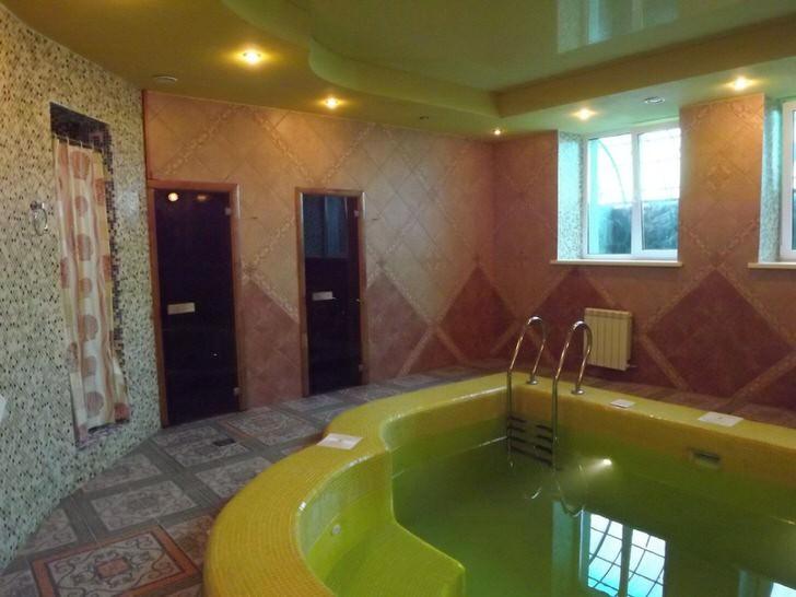 Бассейн в стиле хай-тек в бане