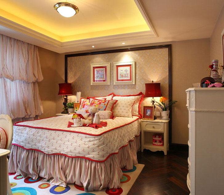 Уютная, яркая детская комната в стиле кантри в городской квартире.