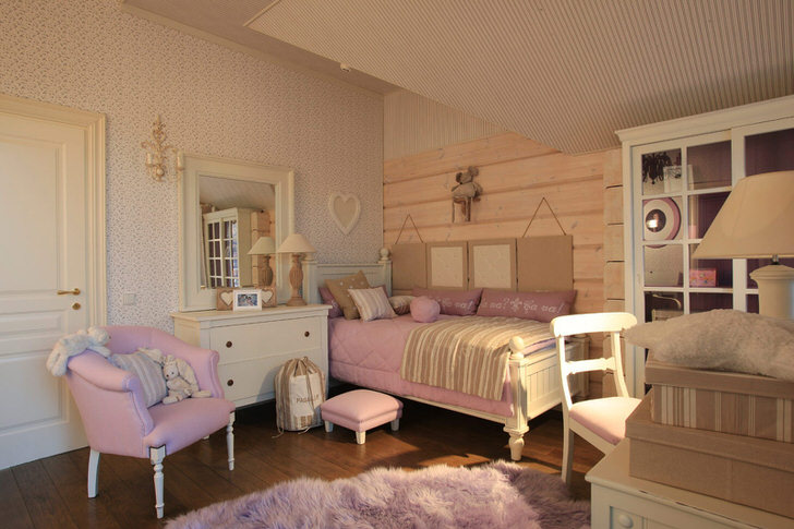 Детская комната в сельском стиле для девочки.