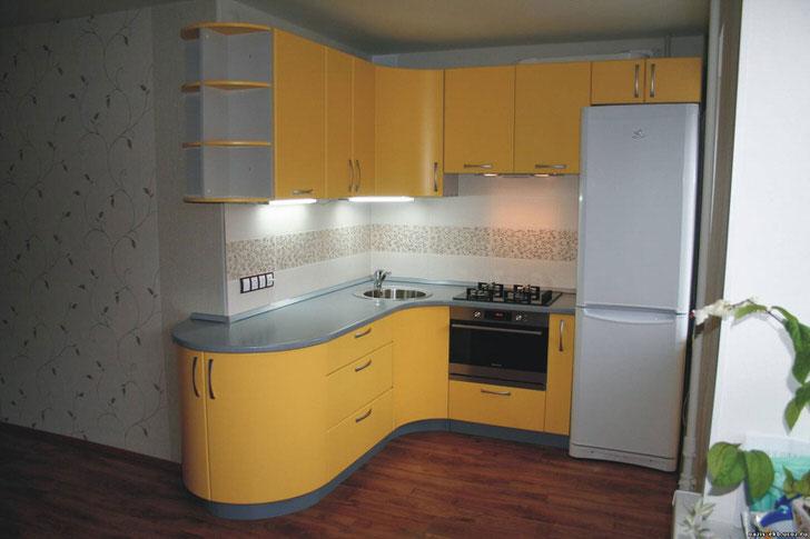 Кухонная зона в комнате студии.