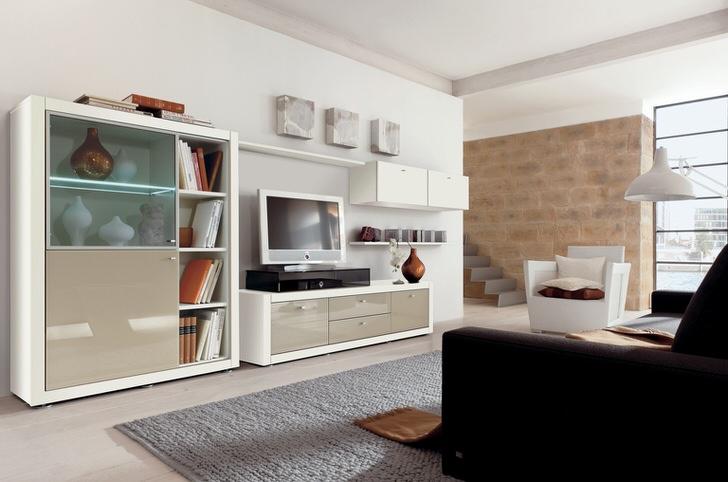 Использование модульной мебели в современной гостиной позволяет не перегружать пространство комнаты.