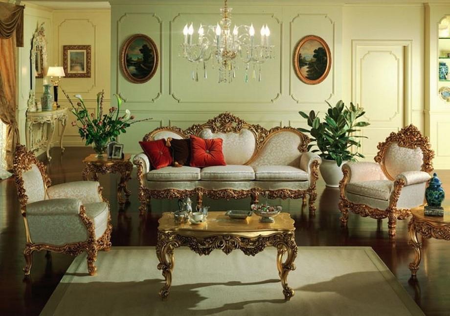Комната для гостей в нежных оливковых тонах. Мебель с резными спинками и ножками подобрана в соответствии со стилем барокко.