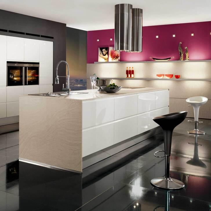В большой кухне приветствуется размещение рабочей зоны в центре помещения.