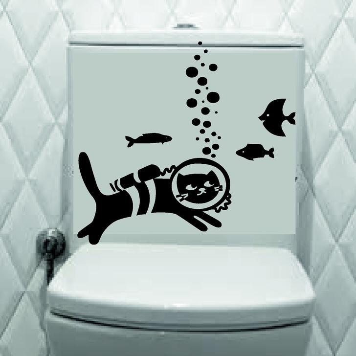 Кот Барсик на подводной охоте. Всегда можно найти занятные наклейки.