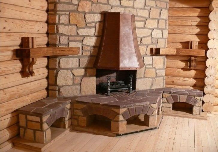 Настоящий угловой камин с дымоходом в скандинавском стиле. Облицовка портала природным камнем позволит долго сохранять тепло в бревенчатом загородном доме.