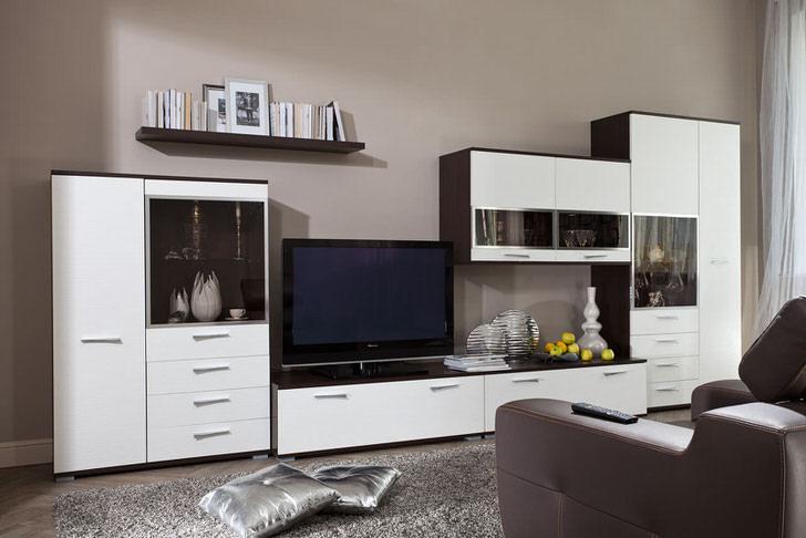 Интерьер классической гостиной хай тек. Предпочтение отдаётся модульной мебели.