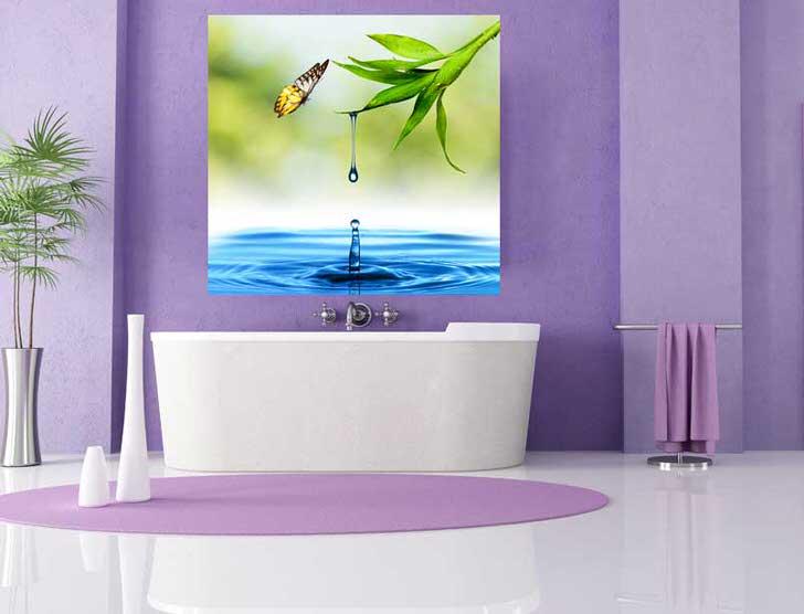 Яркие виниловые обои в ванной комнате в стиле хай тек. Луч света в сиреневом царстве.