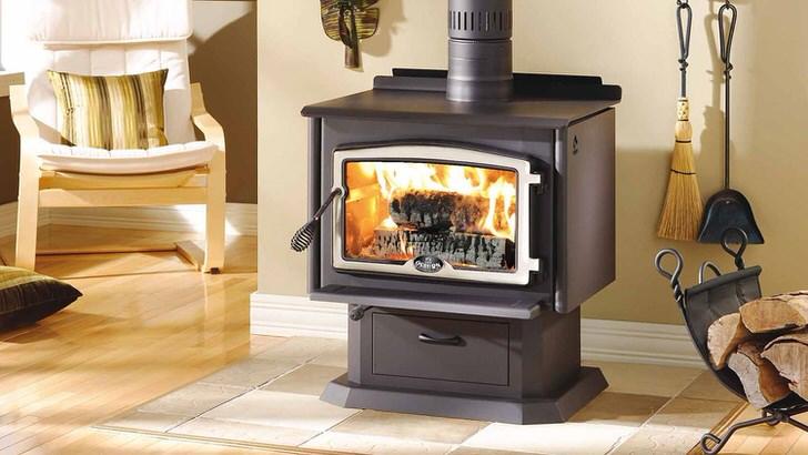 Современный чугунный камин с огнеупорным стеклом-возможность наслаждаться живым огнём и безопасность.
