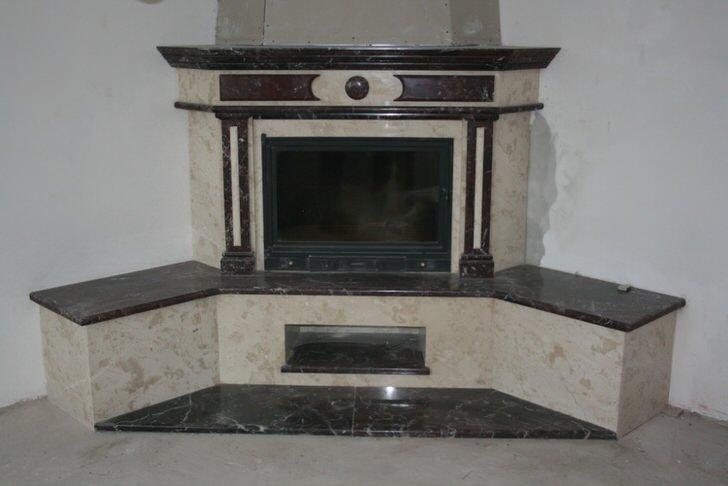 Угловой камин в чёрно-серых тонах. Проект для современной гостиной.