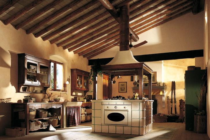 Деревенский кантри в лучшем своем проявлении. Функциональность и практичность, уют и тепло на кухне дома.