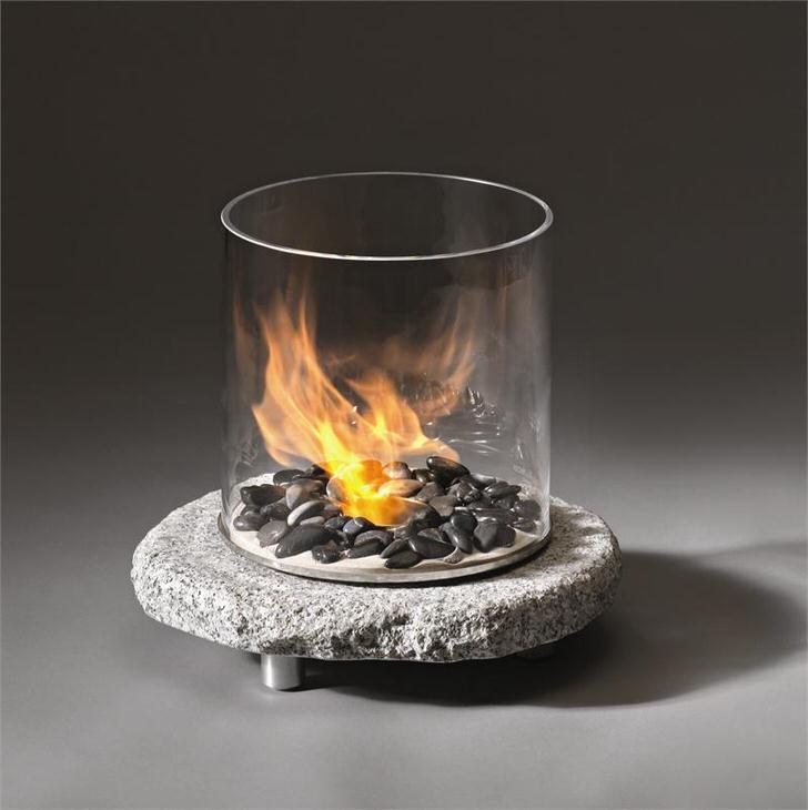 Декоративный мини камин. Ну очень напрашивается поместить внутрь стакана красную розу(огнестойкую).