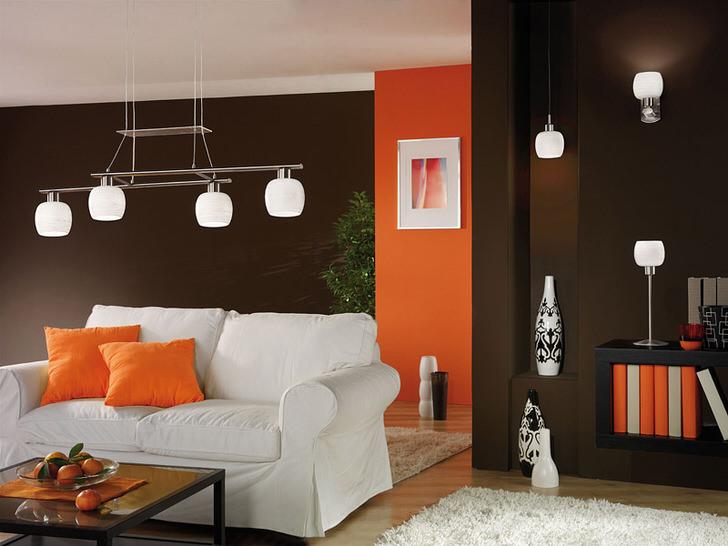 Правильный пример освещения для гостиной в стиле авангард.