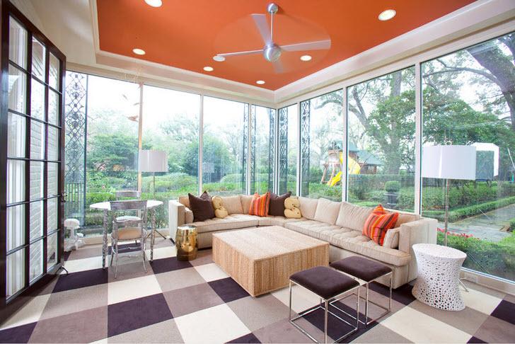 Шикарная остекленная веранда в авангардном стиле в доме на юге Франции. Стильное, просторное, светлое помещение для душевных посиделок.
