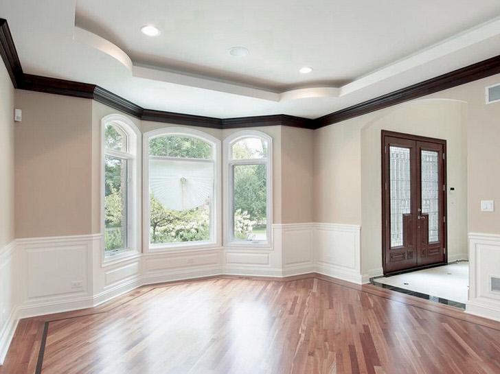 Большие размеры полотна тканевых натяжных потолков позволяют устанавливать их в просторных помещениях.