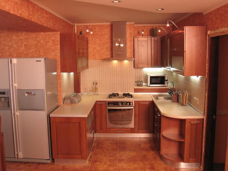 Столешница по всему периметру в интерьере кухни