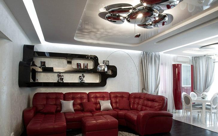 """Интересный проект в классических цветах стиля хай тек-белый, красный, чёрный. Оригинально выполнена отделка потолка с использованием 3D перфорации, и конечно восхищает многоярусная люстра: """"капли ртути""""."""