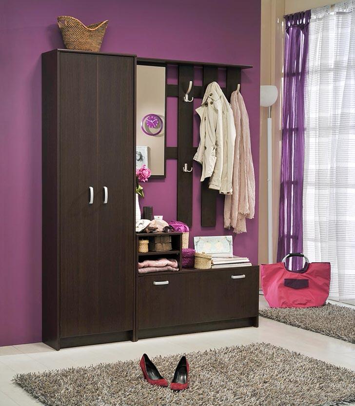 Дизайнер изменил привычный светло-песочный цвет стены на фиолетовый(непонятный) и смотрите результат.