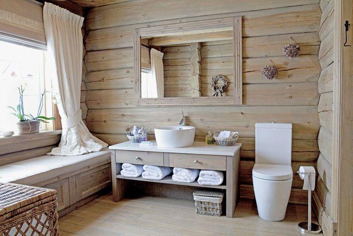 Простая деревянная мебель-лучший вариант для ванной комнаты кантри. Унитаз смотрится нелепо, всё портит, поменять или сделать туалет отдельно.