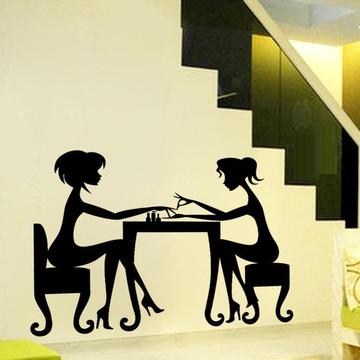 Красивая дизайнерская наклейка-это серьёзно. Француженки за столиком кафе.