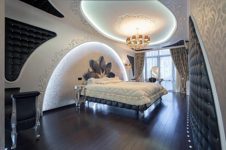 Деревянный паркет темного цвета гармонично списывается в обстановку спальни в стиле хай-тек.