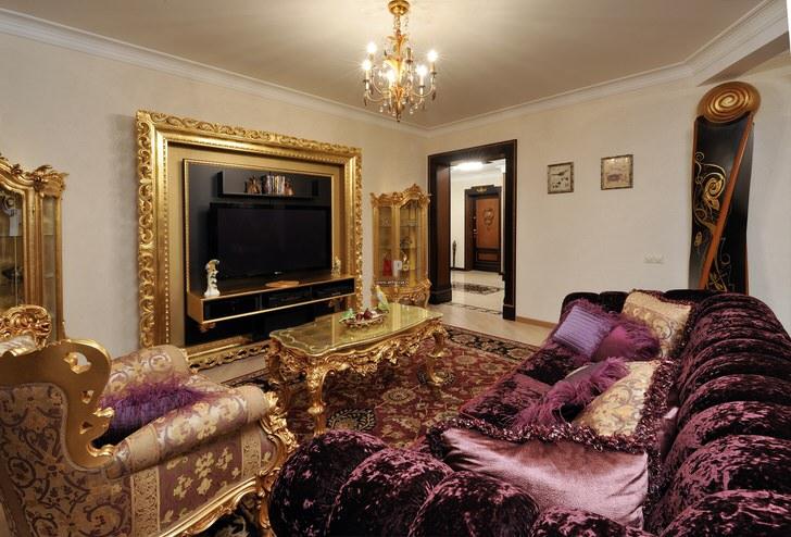 Гостевая комната в стиле барокко с правильно подобранной мебелью.
