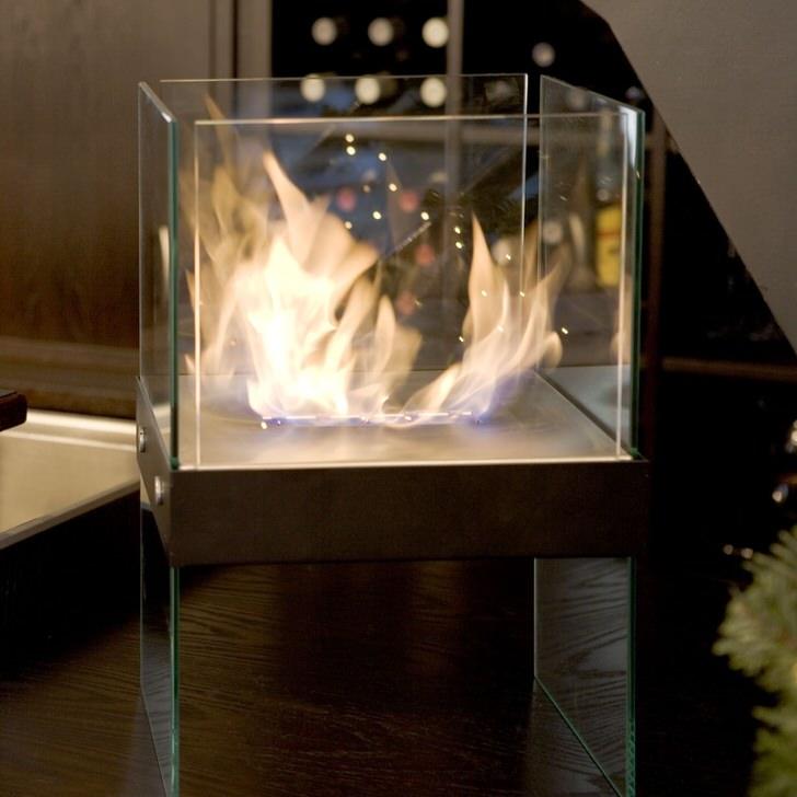 Популярные камины аквариумы преломляя свет от огня усиливают игру бликов.