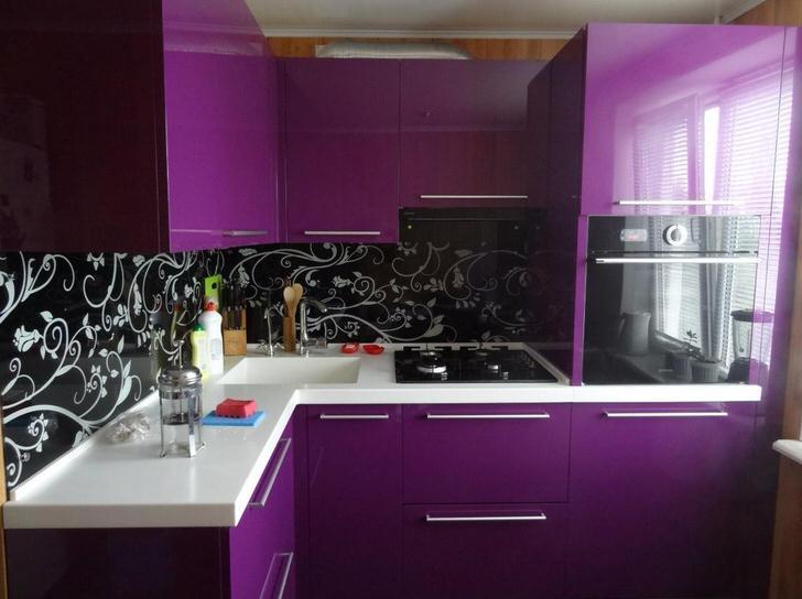 Черно-фиолетовый цвет интерьера