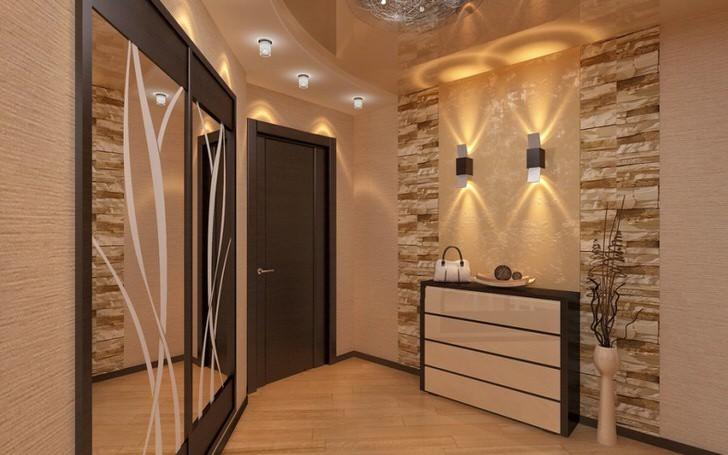 Взгляд притягивают настенные светильники, которые сочетаются со стильным рисунком на зеркалах шкафа-купе.