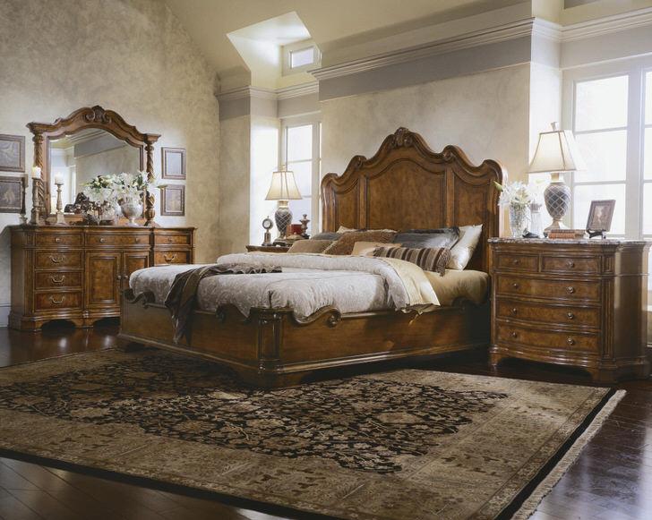 Чердачный вариант спальни в английском стиле. Узнаваемые формы и линии роскошной индийской мебели.
