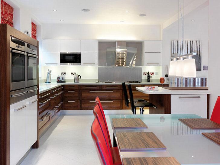 Просторная кухня в авангардном стиле.