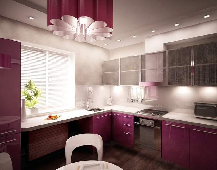 Пример дизайнерского проекта для небольшой кухни в авангард стиле. Правильно оформленное кухонное пространство, даже подоконник задействован под рабочую поверхность.