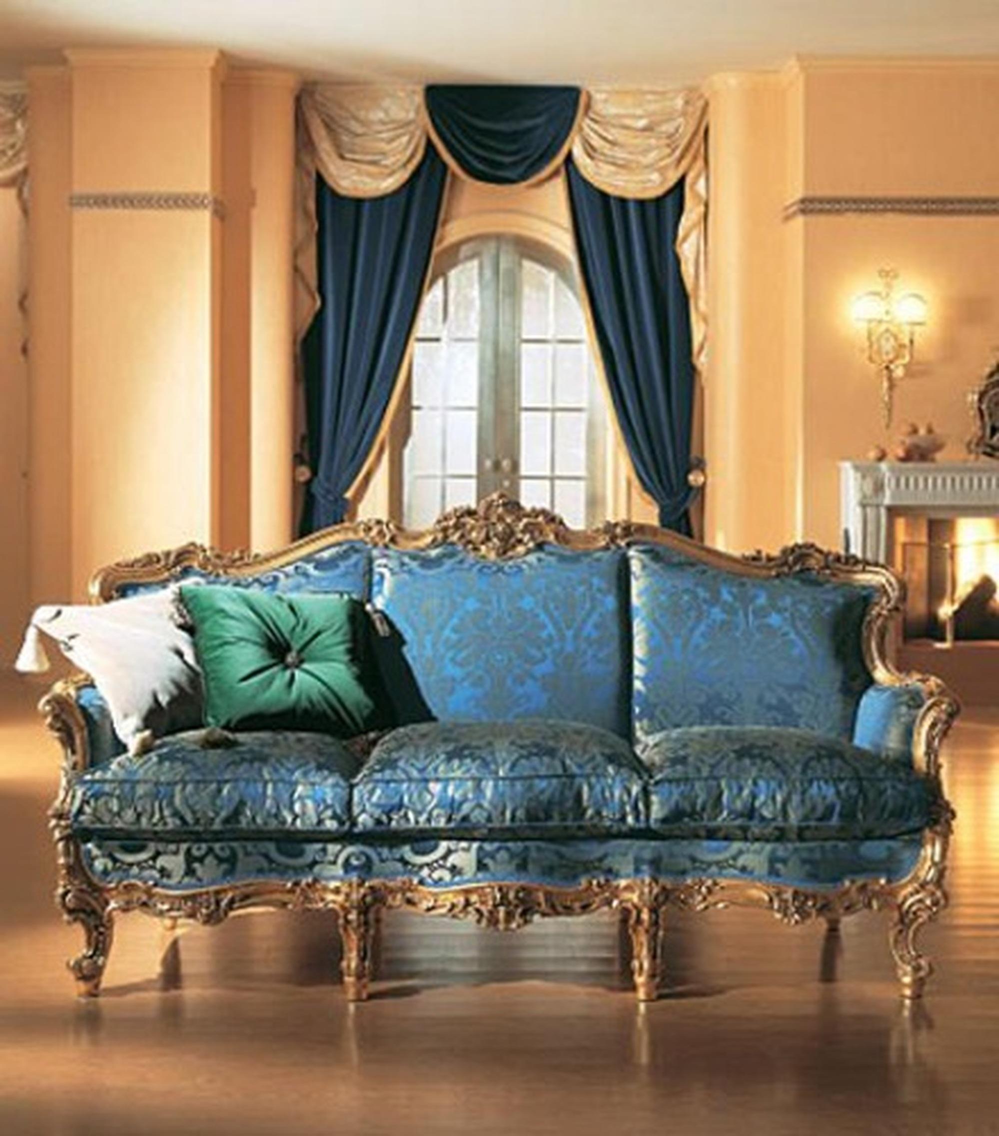 Сочетании контрастных тонов в оформлении гостиной в стиле барокко.