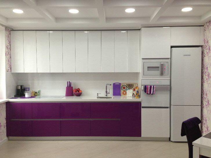 Мебельный гарнитур белого и темно-фиолетового цвета