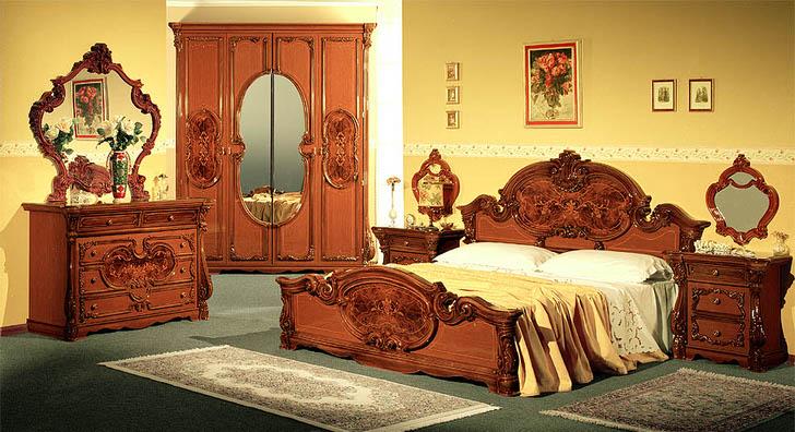 Мебель итальянского производства для спальни в стиле барокко.