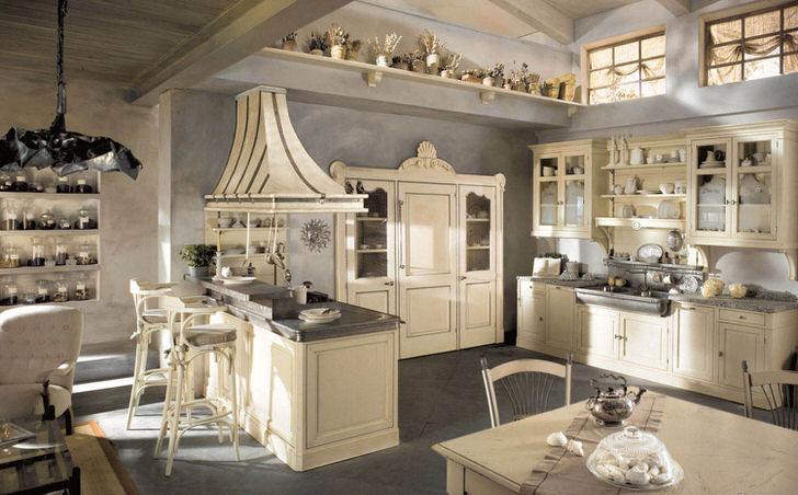 Просторная кухня в кантри стиле в доме зажиточного испанца.